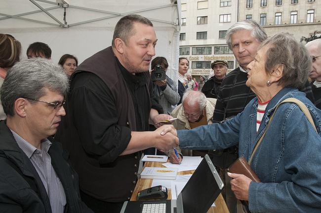 Vidnyánszky Attila a Vörösmarty téri jegyárusításon