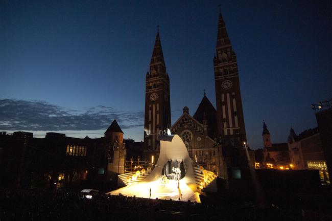 Az ember tragédiája a Szegedi Szabadtéri Játékok Dóm téri színpadán (2011)