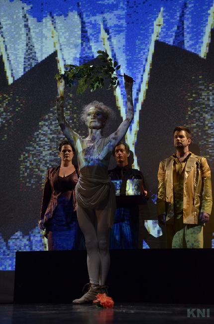 Opera Amorale - elöl: Lőrinc Katalin
