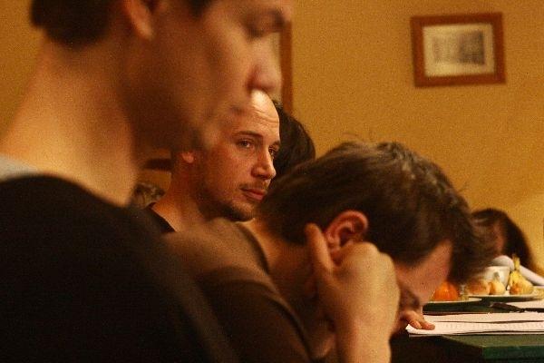 Az élet álom olvasópróbája - középen: Kovács Dániel
