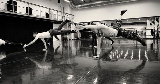 A Szegedi Kortárs Balett táncosai próba közben