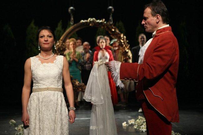 Figaro házassága - elöl: Pap Lujza, Sztarenki Pál