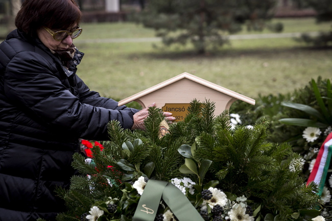 Mészáros Márta Jancsó Miklós sírjánál