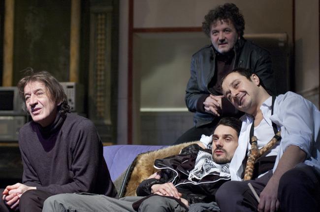 Bivaly-szuflé - Mucsi Zoltán, Kovács Krisztián, Katona László, hátul: Scherer Péter