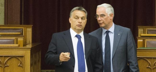Orbán Viktor miniszterelnök és Balog Zoltán, az emberi erőforrások minisztere megérkezik az Országgyűlés plenáris ülésére 2014. május 12-én