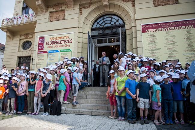 Pécsi Országos Színházi Találkozó megnyitója / Stenczer Béla, középen Páva Zsolt, Huszti Péter