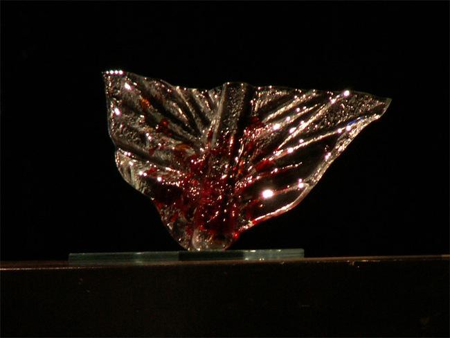 Főnix-díj / Dombi Lívia iparművész által készített üveg főnixmadár