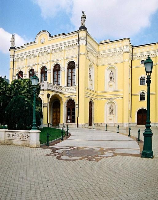 Csokonai Nemzeti Színház