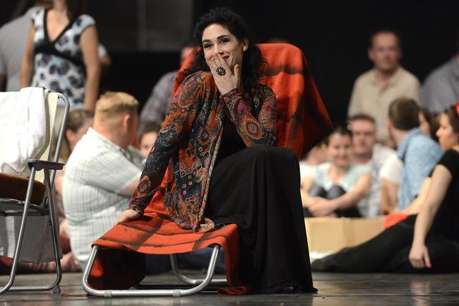 a címszerepet alakító izraeli Rinat Shaham a Carmen próbáján az Erkel Színházban