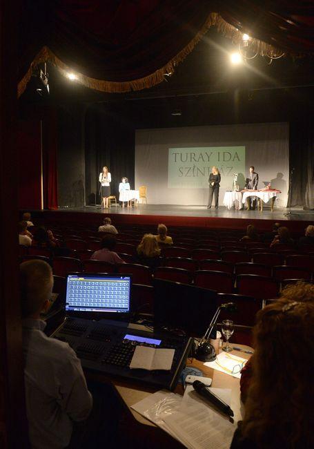 Darvasi Cecília, a Turay Ida Színház ügyvezető igazgatója és Darvasi Ilona alapító igazgató