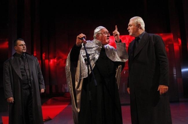 Fandl Ferenc, Bősze György és Kincses Károly William Shakespeare IV. Henrik című királydrámájának próbáján a Miskolci Nemzeti Színházban