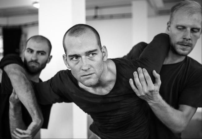 John - Andi Xuma, Hannes Langolf és Ian Garside