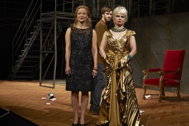 Meine Mutter, Kleopatra - Michou Friesz, Moritz Vierboom, Julia von Sell