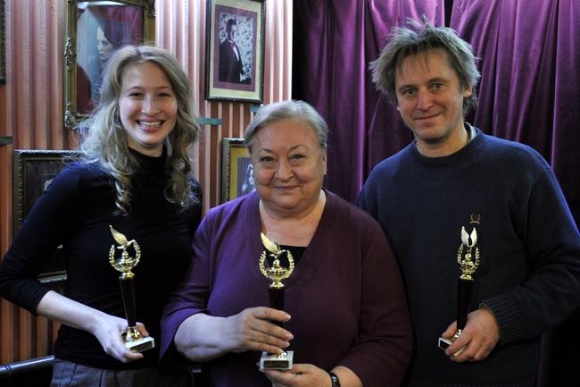 Hárman a tavalyi díjazottak közül - Tenki Réka, Molnár Piroska és Háy János