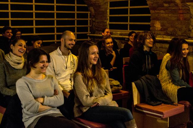 Közönség a Momentán Junior előadásán.