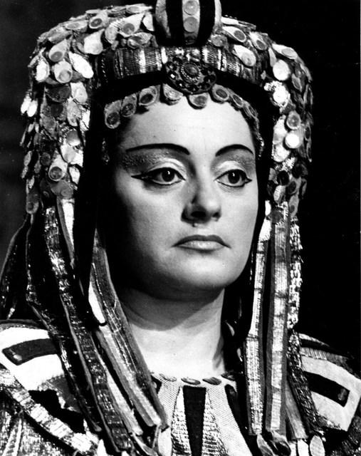 Komlóssy Erzsébet az Aida Amneriseként