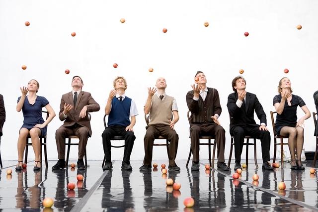 Törik-zúzzák / SMASHED - Gandini Juggling (UK)