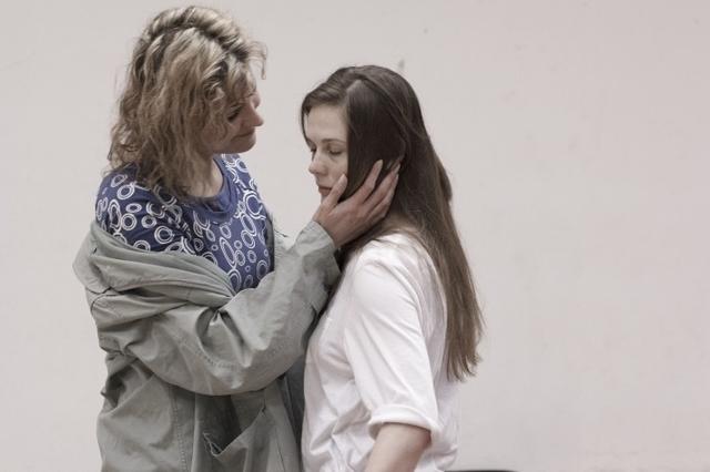 Három nővér - próbafotó (Marjai Virág és Simkó Katalin)