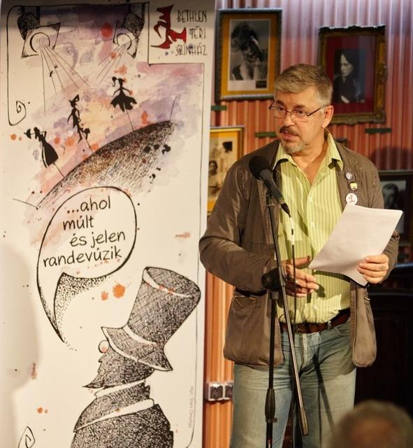 Szögi Csaba, a színház művészeti vezetője a sajtótájékoztatón
