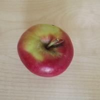 A CBA-ban ingyen almát osztogatnak