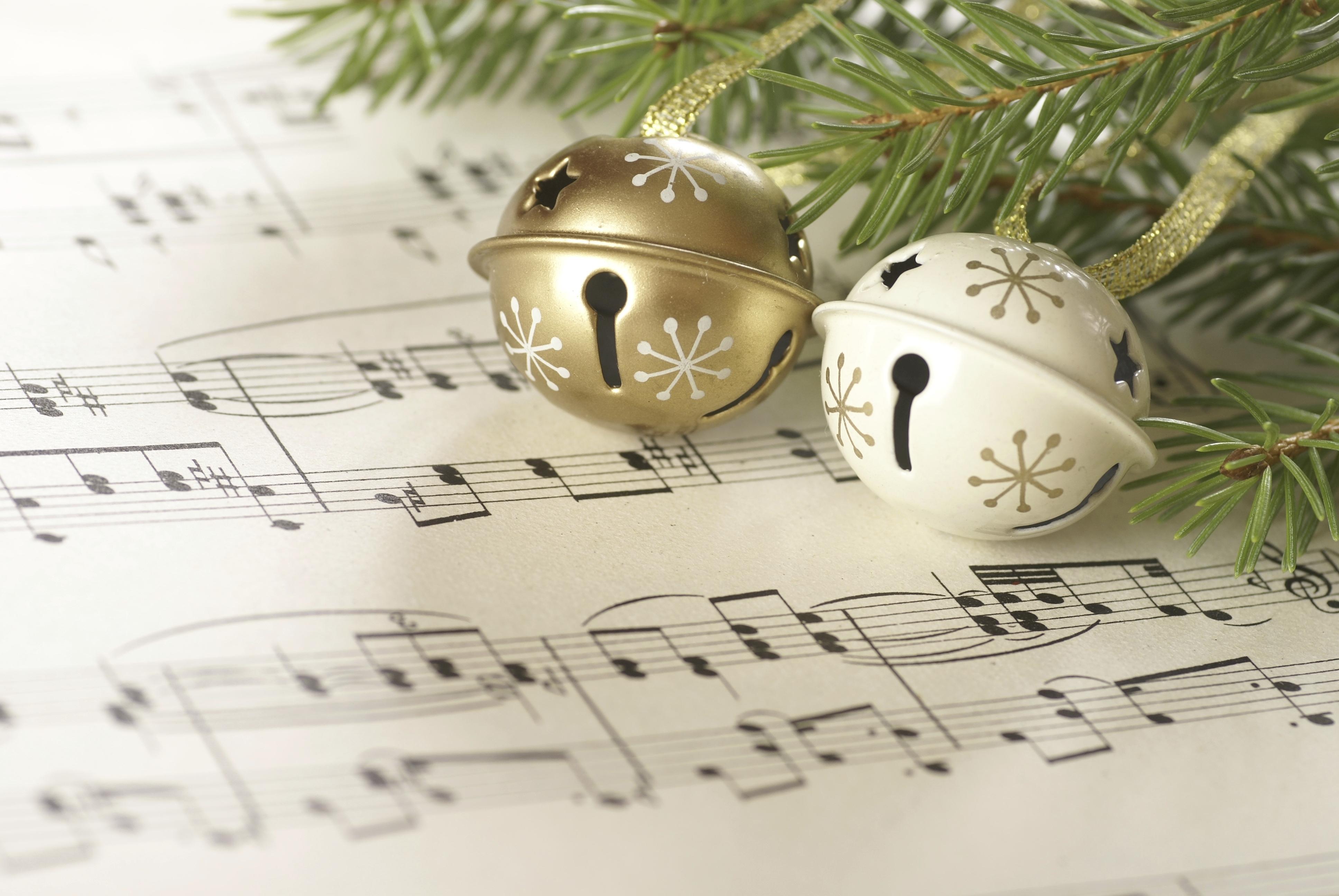 song_for_christmas_golden_music_notes_hd-wallpaper-1583674.jpg