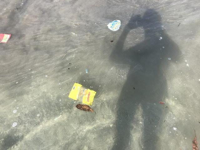 Megérkezett a szemét Bali partjaira