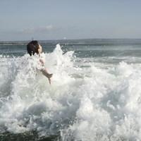 A hullámhoz, aki majdnem eltörte a nyakcsigolyámat...