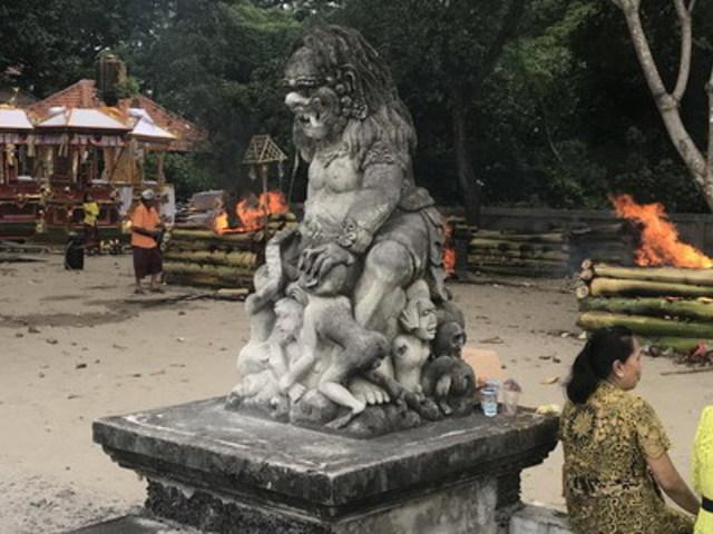 Január óta égetésre váró halottak és a lelkek ünnepe - Bali