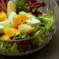 Fehérspárgás saláta mangóval és mozzarellával