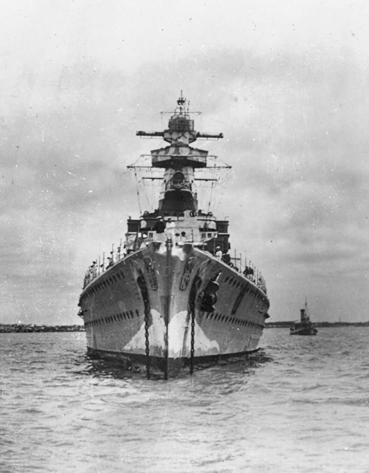 admiral_graf_spee_1939_12_13_montevideo_003.jpg