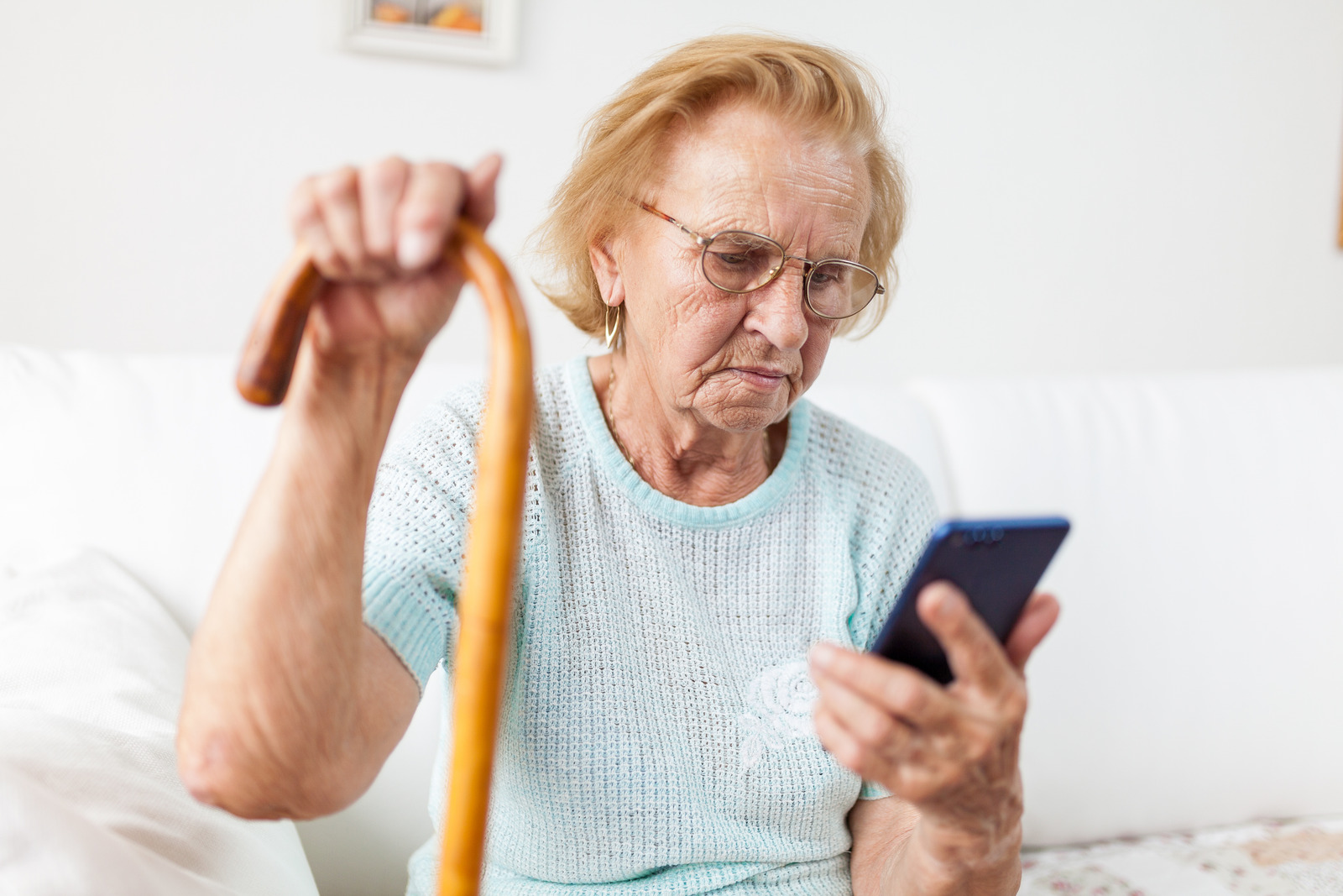 canva_elderly_woman_with_glasses_using_a_mobile_phone.jpg