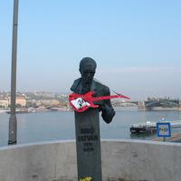 Bibó szólózik a Duna-parton