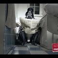 Mit keres Darth Vader a vécén?