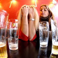 Az alkoholizmus veszélyesebb a nőkre