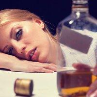 """""""30 évesen kikötözve, pelenkában ébredtem"""" – interjú egy alkoholista nővel"""