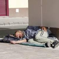 Ezeket a számokat hívhatod, ha egy hajléktalan vagy fűtetlen lakásban élő embernek segítségre van szüksége
