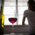 """CSAK MEGISZOM MÉG EGY POHÁRRAL"""" – ÍGY NE VÁLJ ALKOHOLFÜGGŐVÉ A KARANTÉN IDEJE ALATT"""