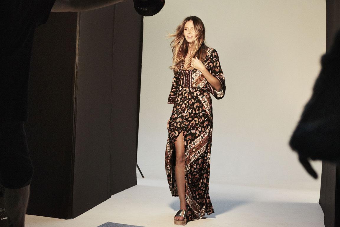 esmara-by-heidi-klum_letslovesummer_boho-chic-with-heidis-paisley-maxi-dress_exclusive.jpg