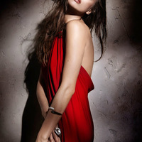 A piros ruhás Nő