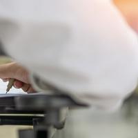Kinek és mit kell bejelenteni, ha külföldre küldi munkavállalóját dolgozni?