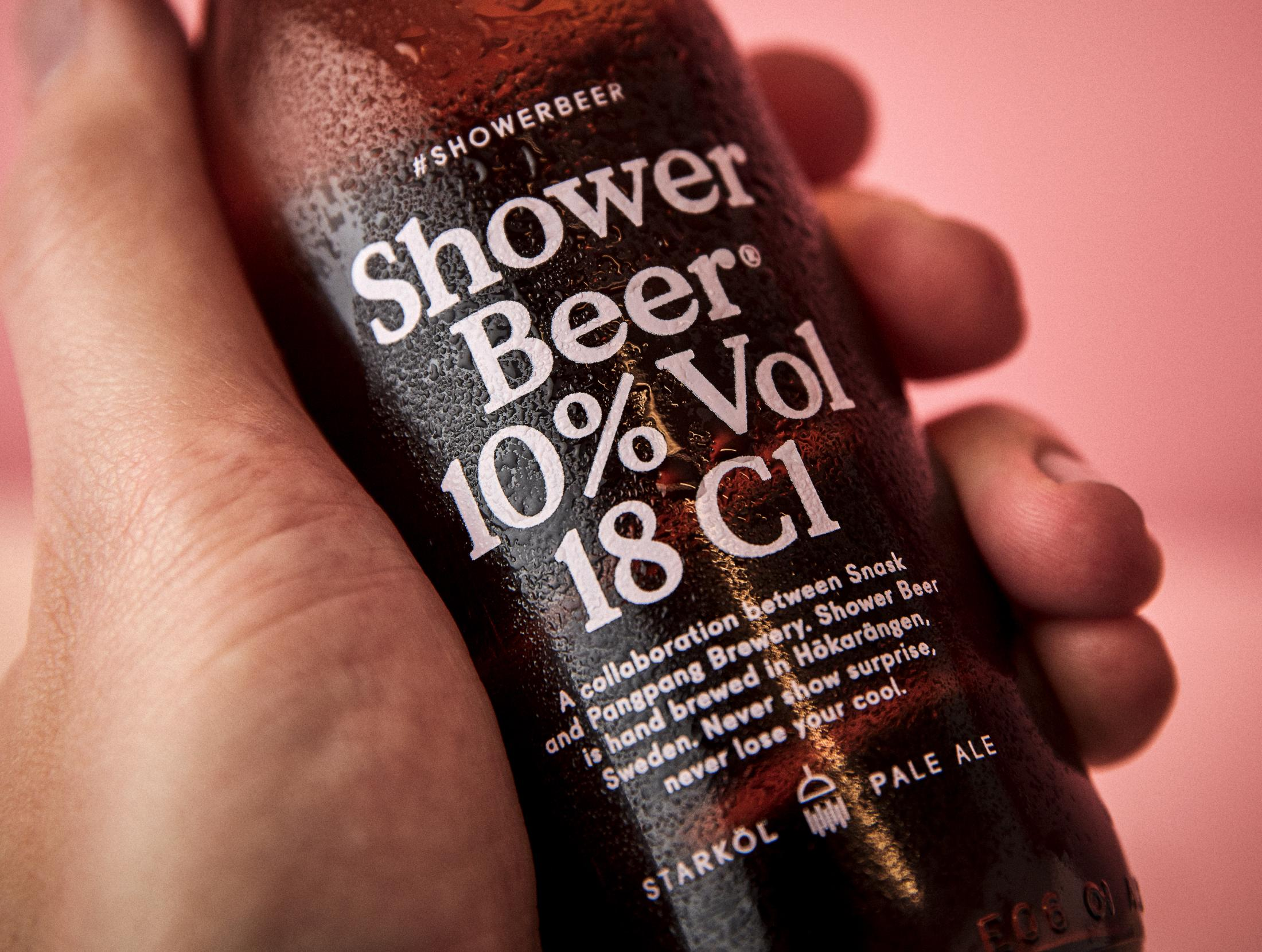 aotwshower-beer_07_hand-holding-bottle_close-up.jpg