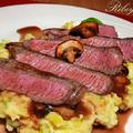 Ribeye steak kelbimbós-vajas krumplipürével, pirított gombával és vörösboros szósszal