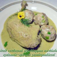 Párolt csirkecomb újfokhagyma mártásban, szalonnás-spárgás zsemlegombóccal