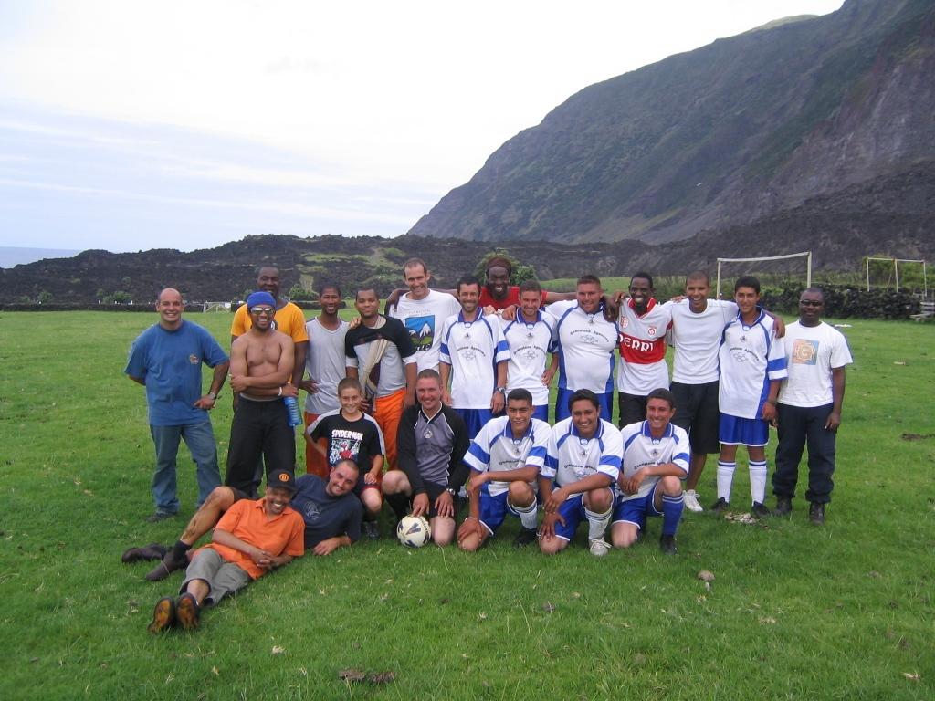tristan-soccer-team.JPG