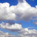 A felhők mögött