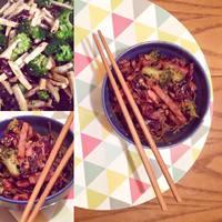 Téli hideg ellen: mogyoróvajas thai tésztasaláta - vegán