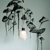 Fekete-fehér street art a falon