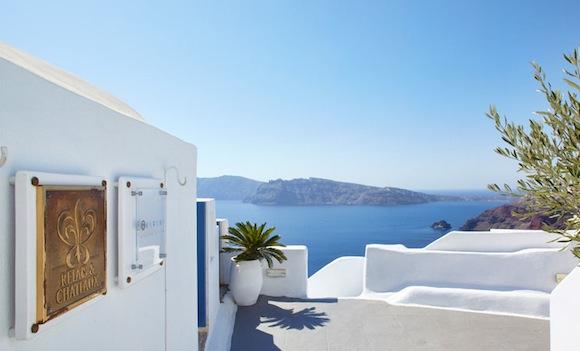 Kirini-Suites-Spa-Luxury-Hotel-Oia-Santorini-Cyclades-Greece-02.jpg