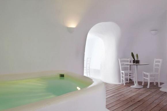 Kirini-Suites-Spa-Luxury-Hotel-Oia-Santorini-Cyclades-Greece-03.jpg