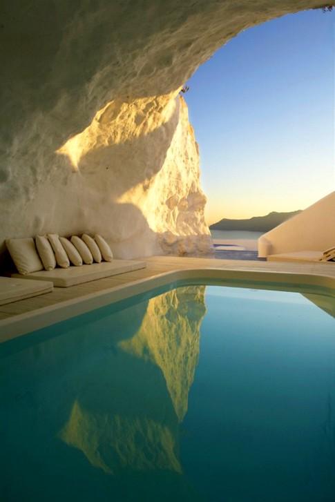Kirini-Suites-Spa-Luxury-Hotel-Oia-Santorini-Cyclades-Greece-23.jpg